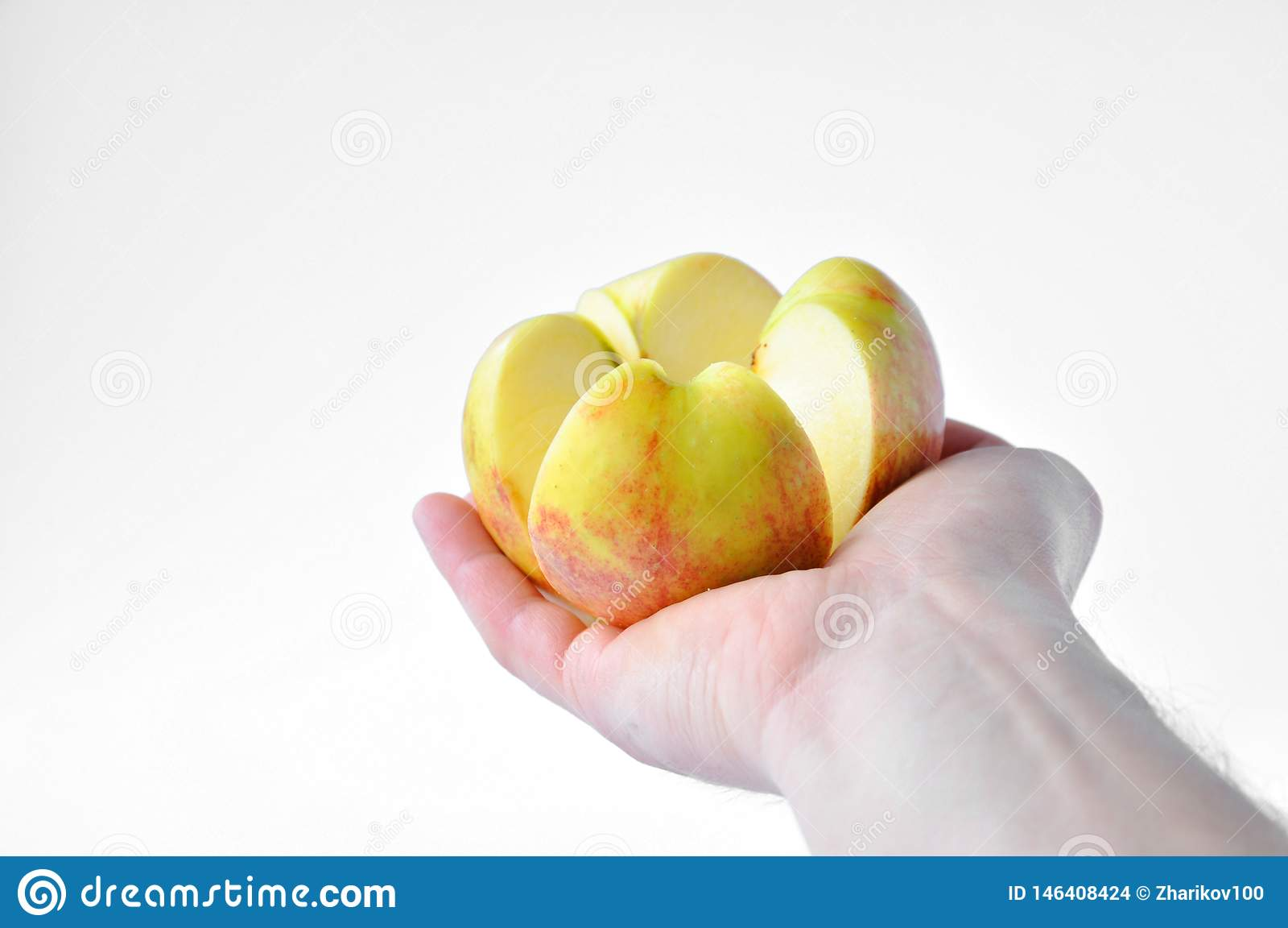 Klipp äpplet i hand