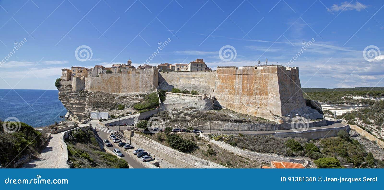 Klippen en citadel van Bonifacio, het Zuidelijke Eiland van Corsica, Frankrijk