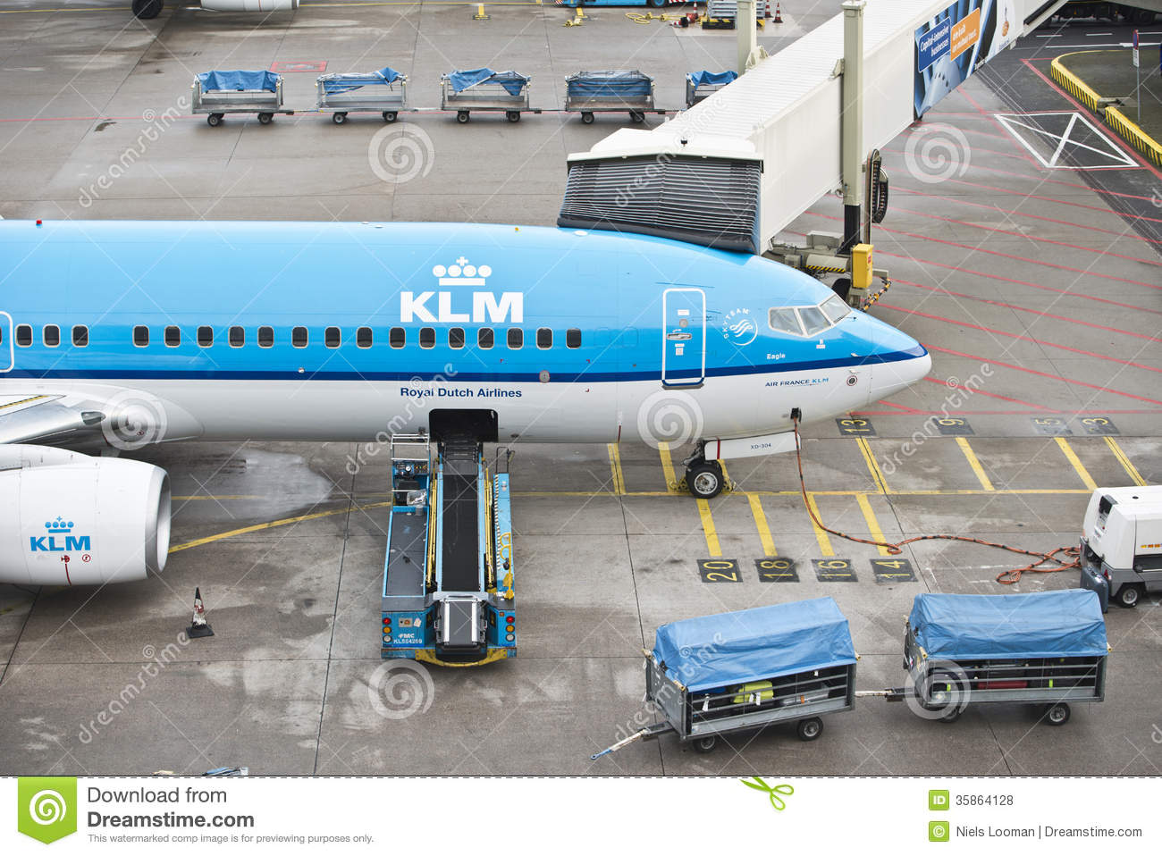 KLM plane bagage loading editorial stock photo. Image of ...