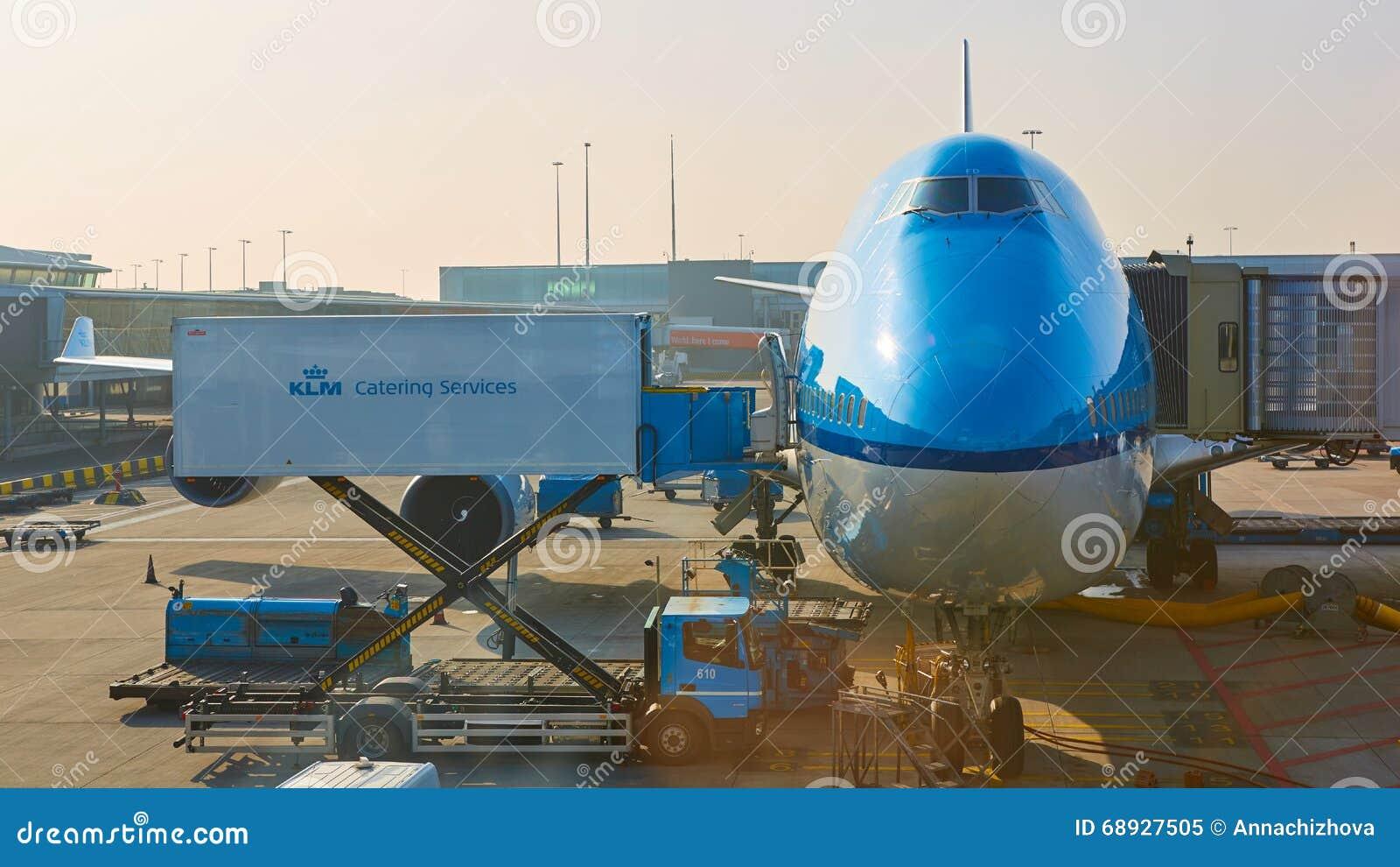 KLM spiana il carico all aeroporto di Schiphol Amsterdam, Paesi Bassi