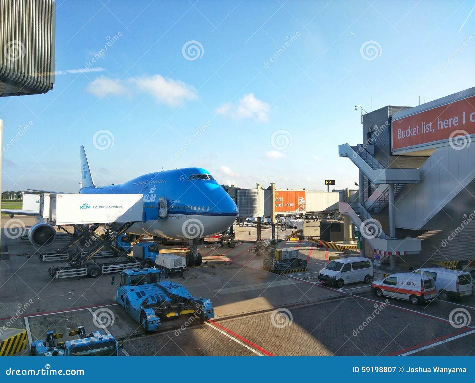 KLM surfacent dans l aéroport de Schiphol