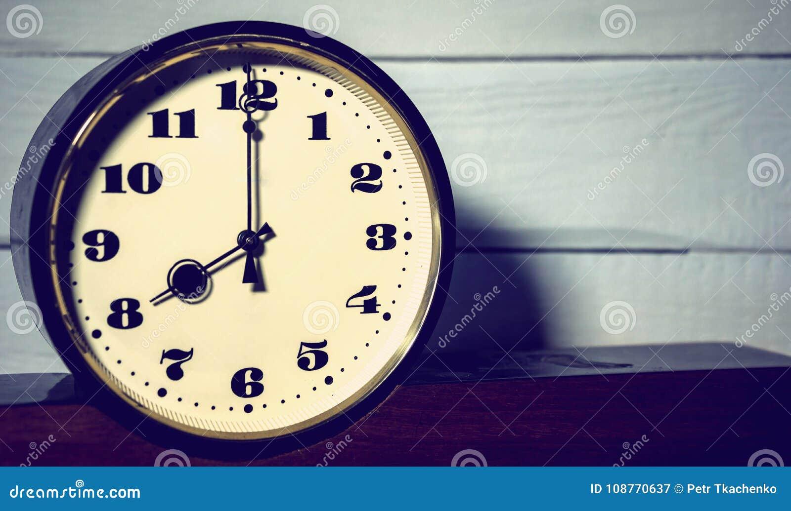 Klocka klocka för ` för nolla åtta för tappning retro
