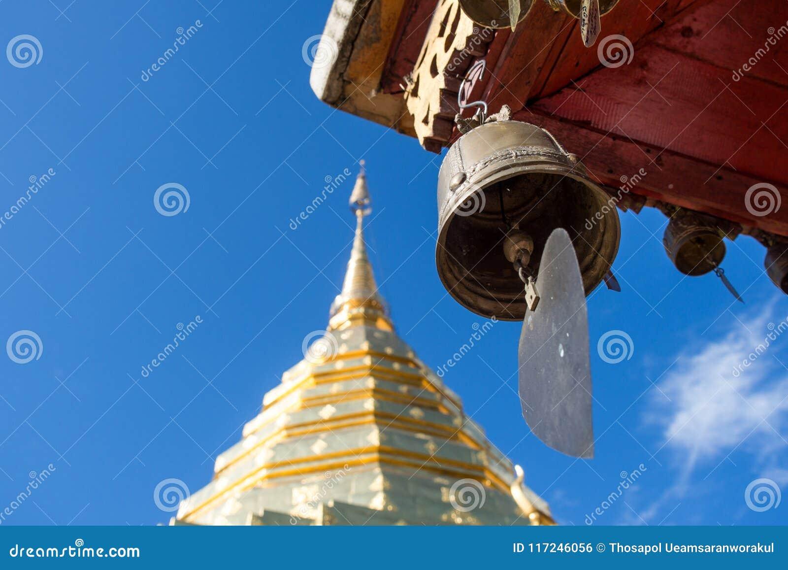 Klok en gouden pagode