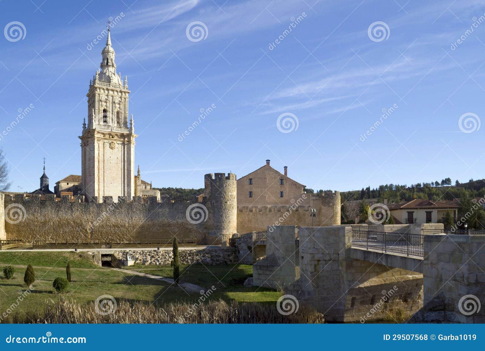 Klokketoren van de Kathedraal van Burgo DE Osma