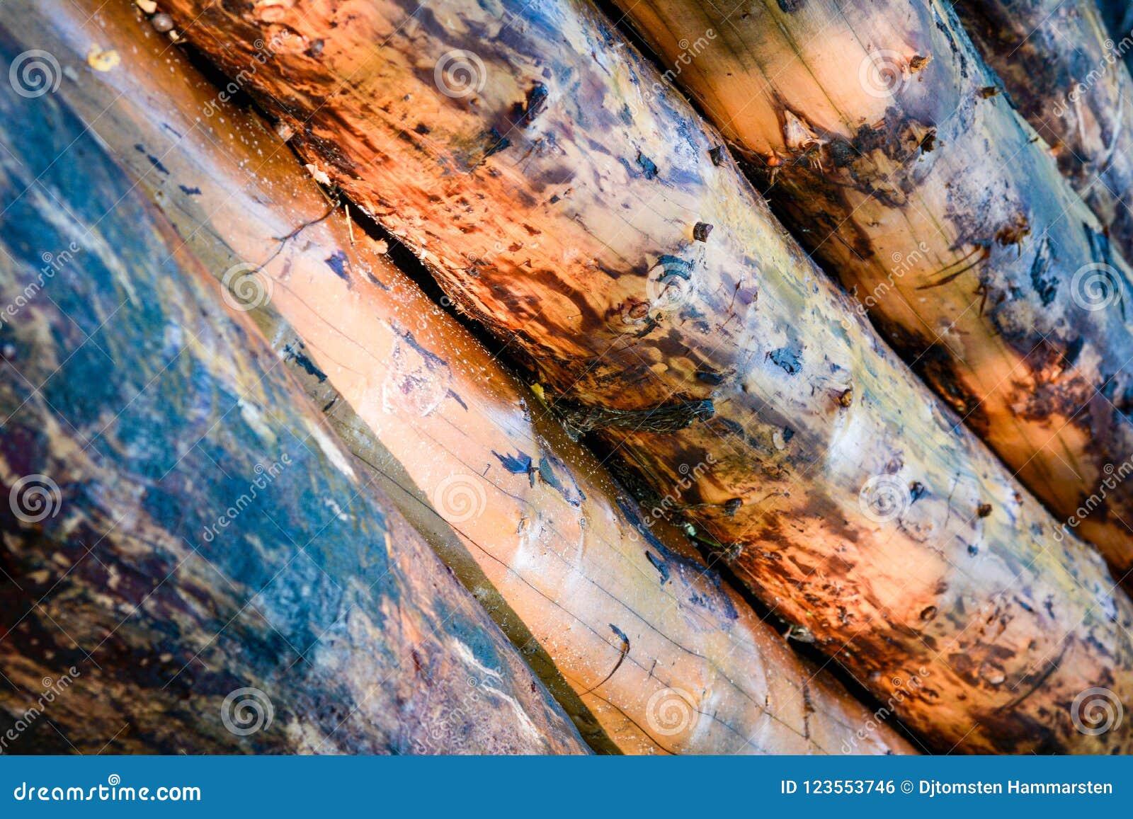 Klotz eingestuft in einem großen Stapel, Wartung Tischler, um alte Häuser zu bauen