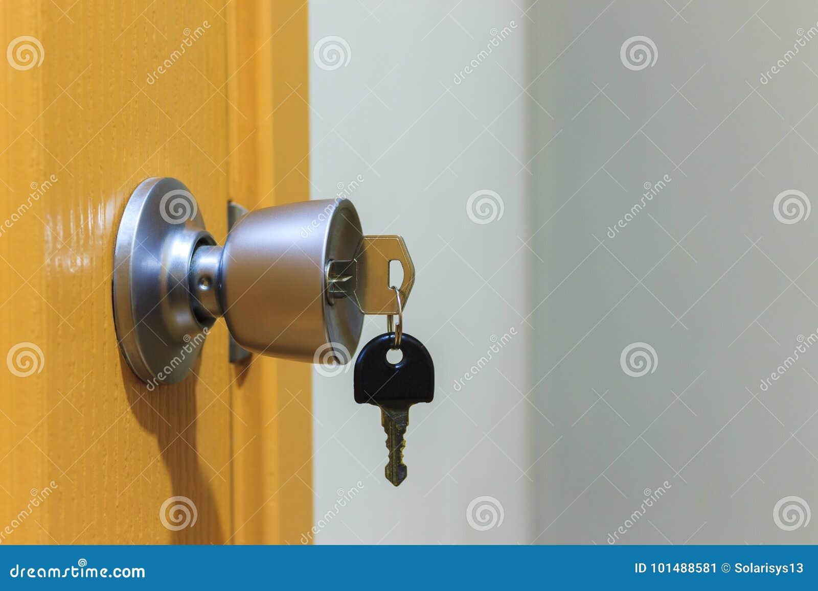 Klucz w keyhole na drzwi