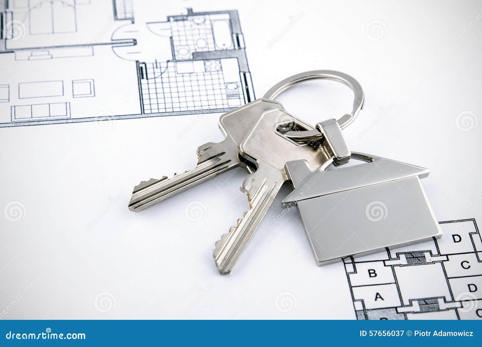 Klucze i domu chromu breloczek z domowym kształtem