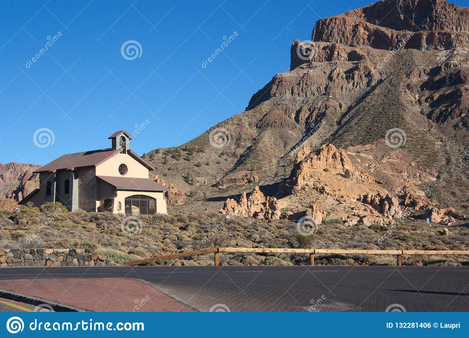 Kluis van Onze Dame van de Sneeuw dichtbij Los Roques DE Garcia