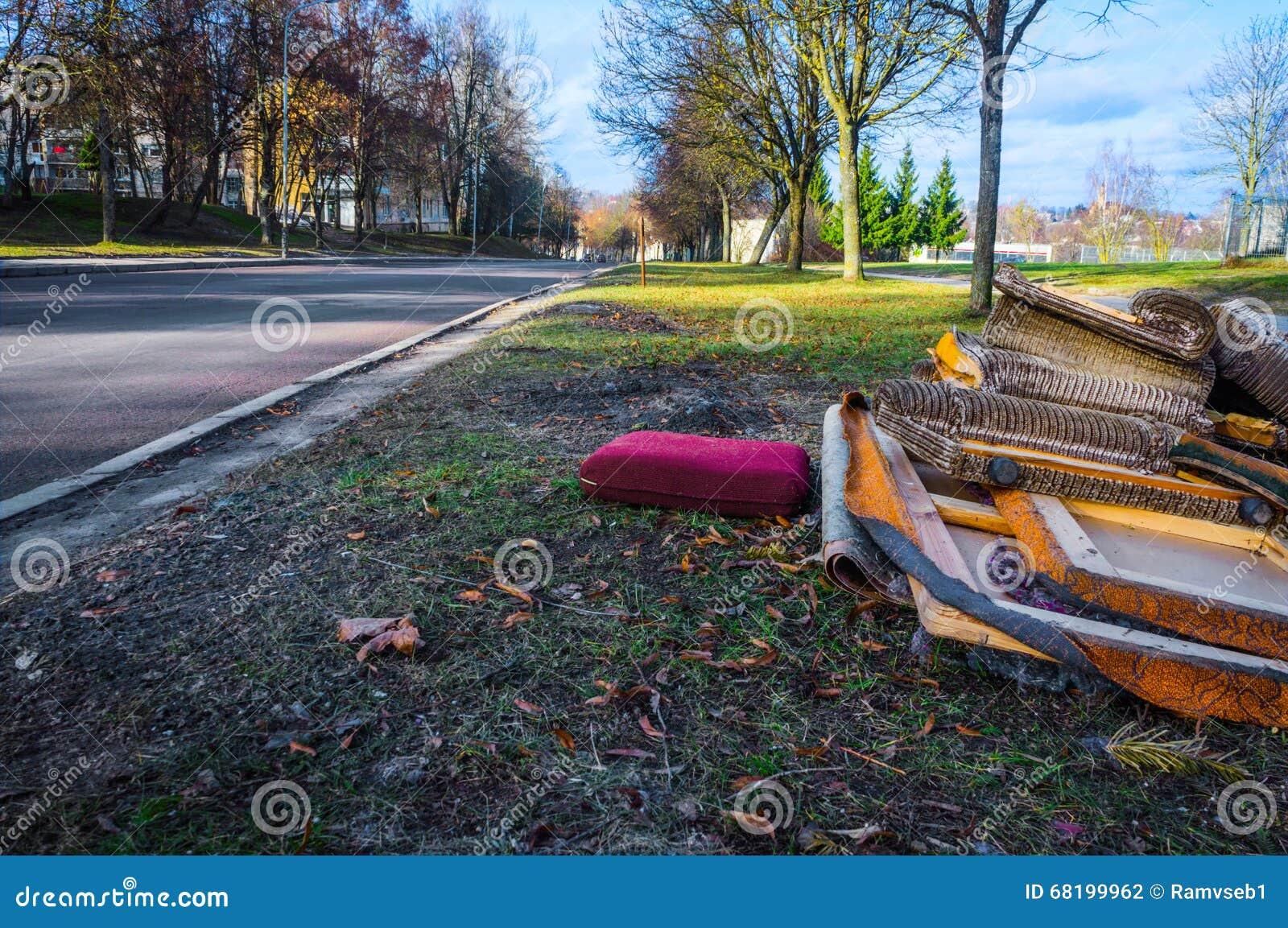 Klumpig avfalls på gatan