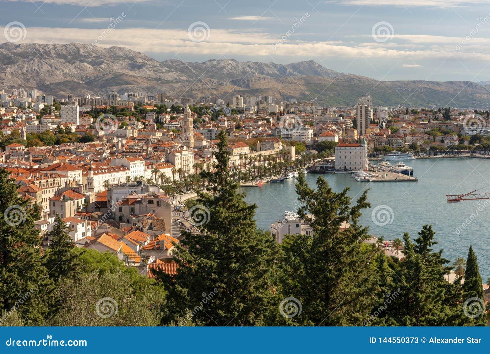 Kluven Kroatiensikt av staden