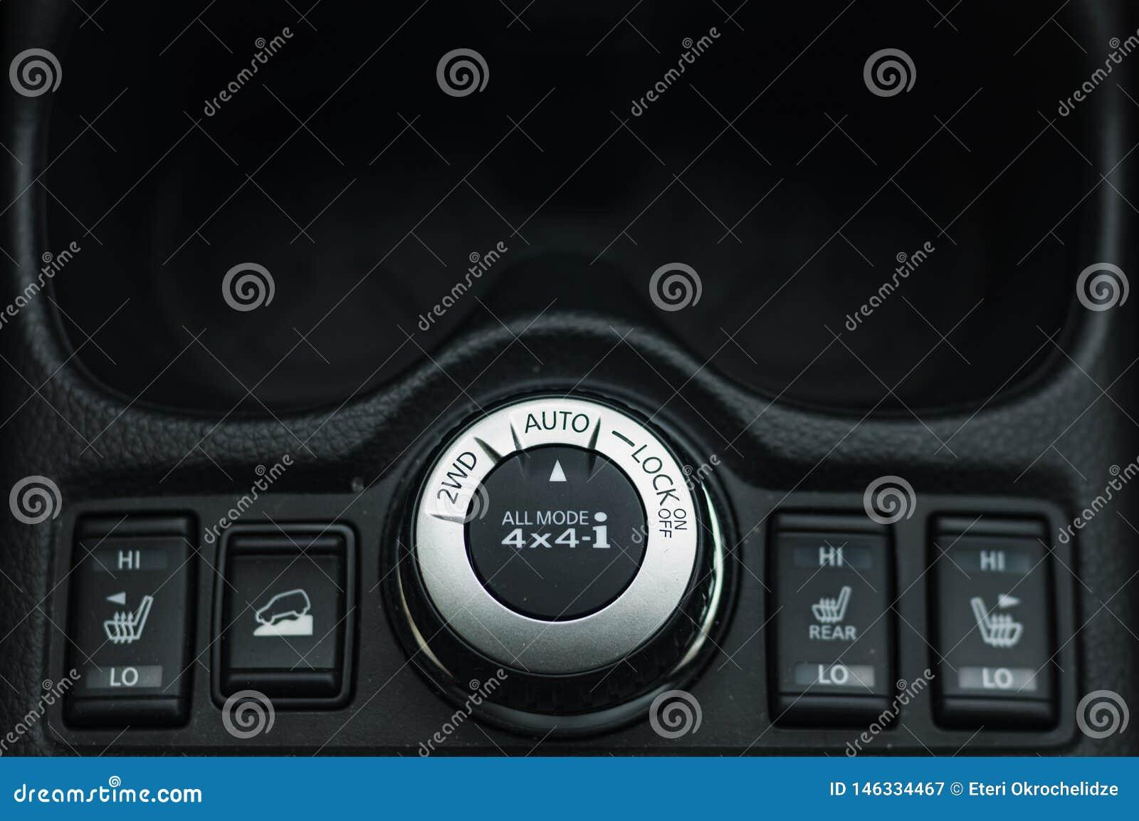 Kn?pfen Sie Schaltersteuerung f?r Auto mit Weichzeichnung und ?ber Licht im Hintergrund KNOPF-SCHALTER DES SELBSTverschluss-2WD