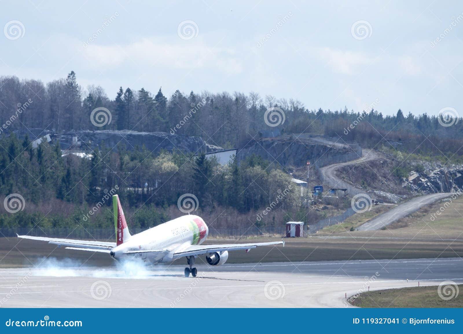 KNACKA LÄTT PÅ Air Portugal, flygbussen A320 - landning 251N