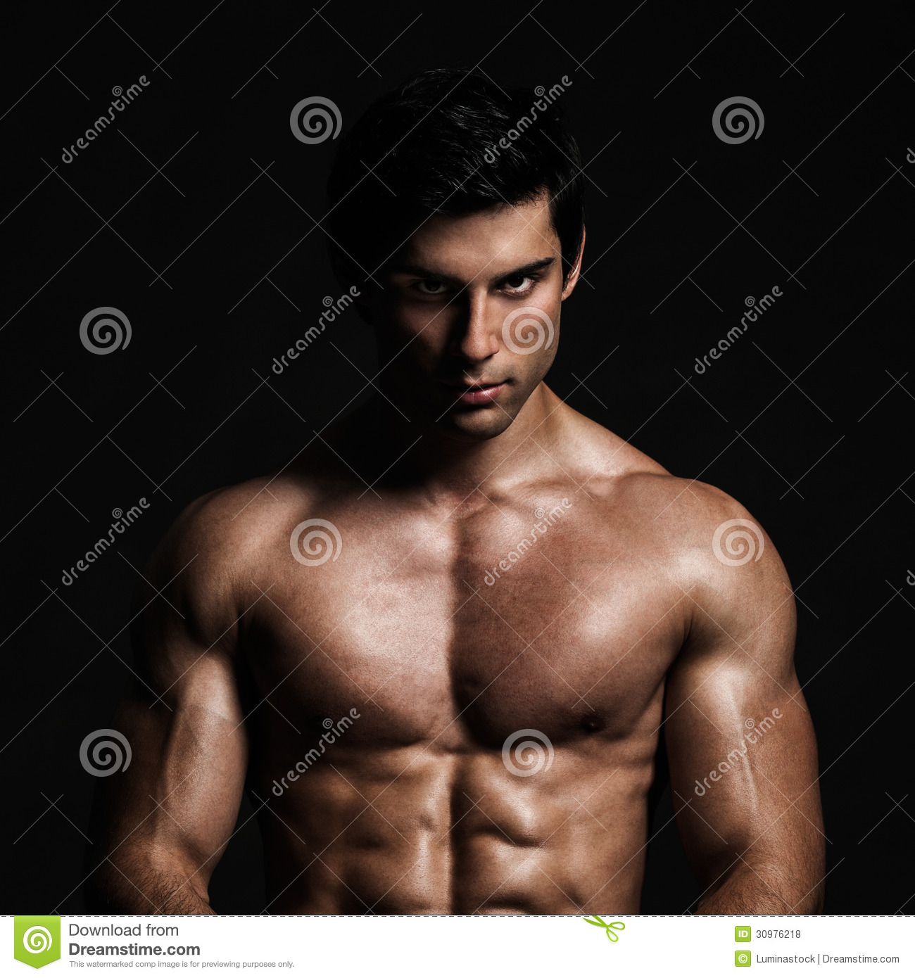 Knap Shirtless ModelPosing