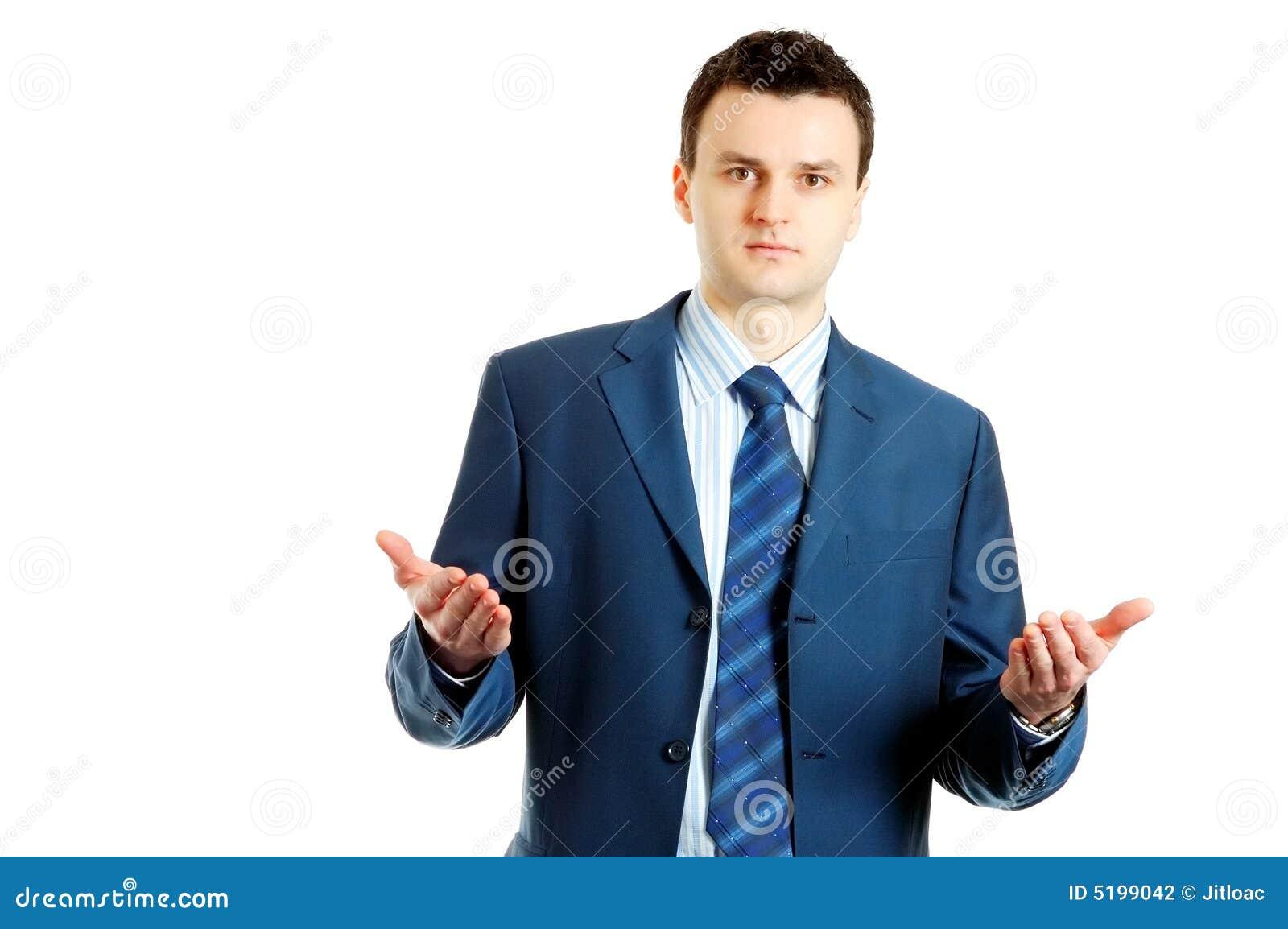 Knappe jonge zakenman die iets verklaart