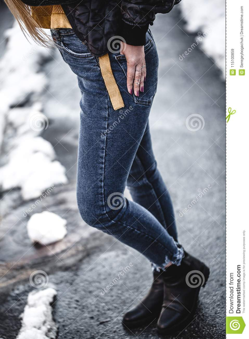 Knee figure of young beautiful blonde straight hair woman in the city