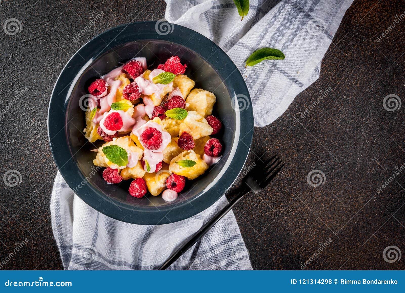 Kniaź, Rosyjski jedzenie, gnuśny vareniki; Curd lub sera gnocchi w