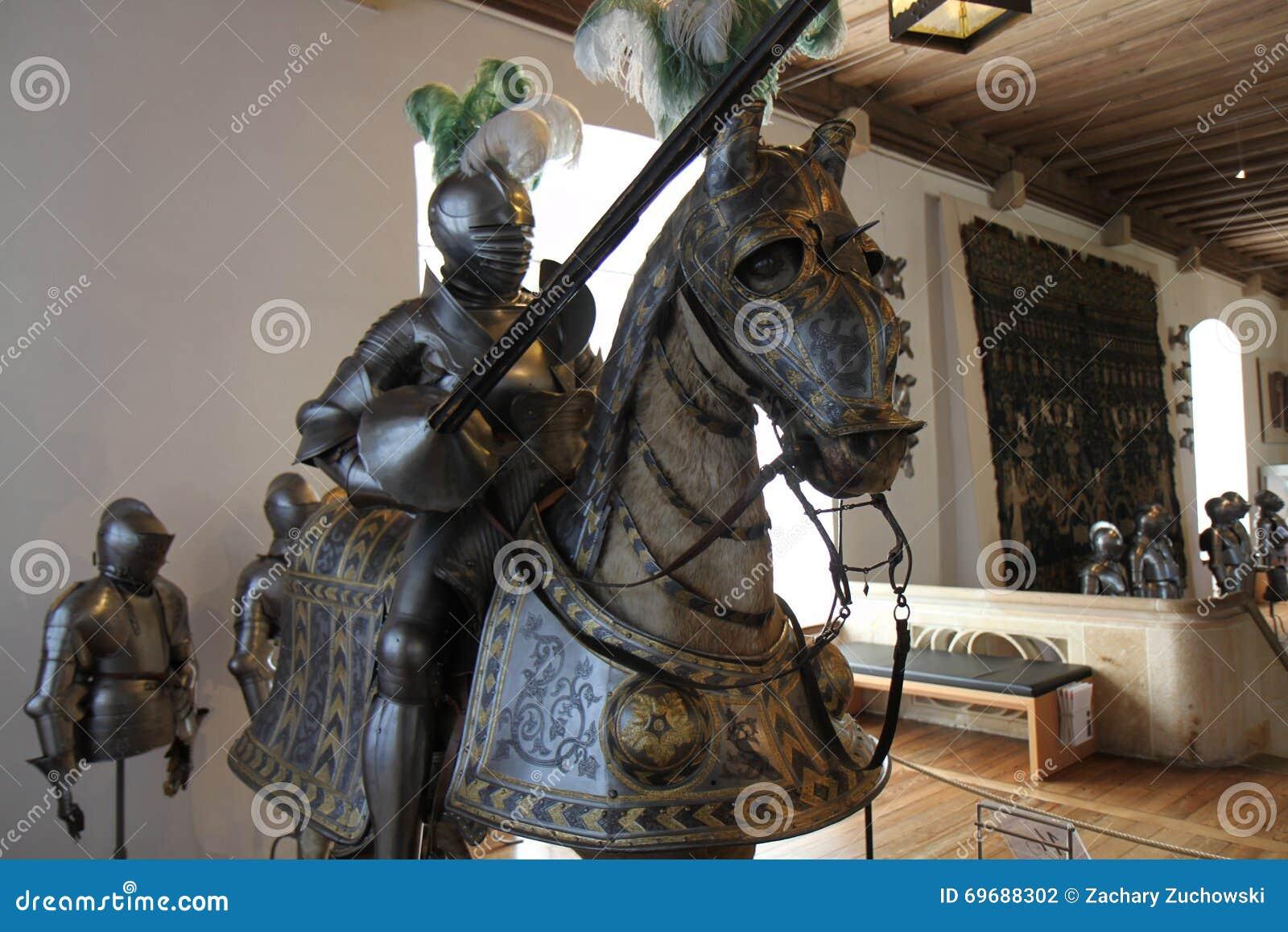Knight la armadura una armadura jousting de la lanza y del caballo