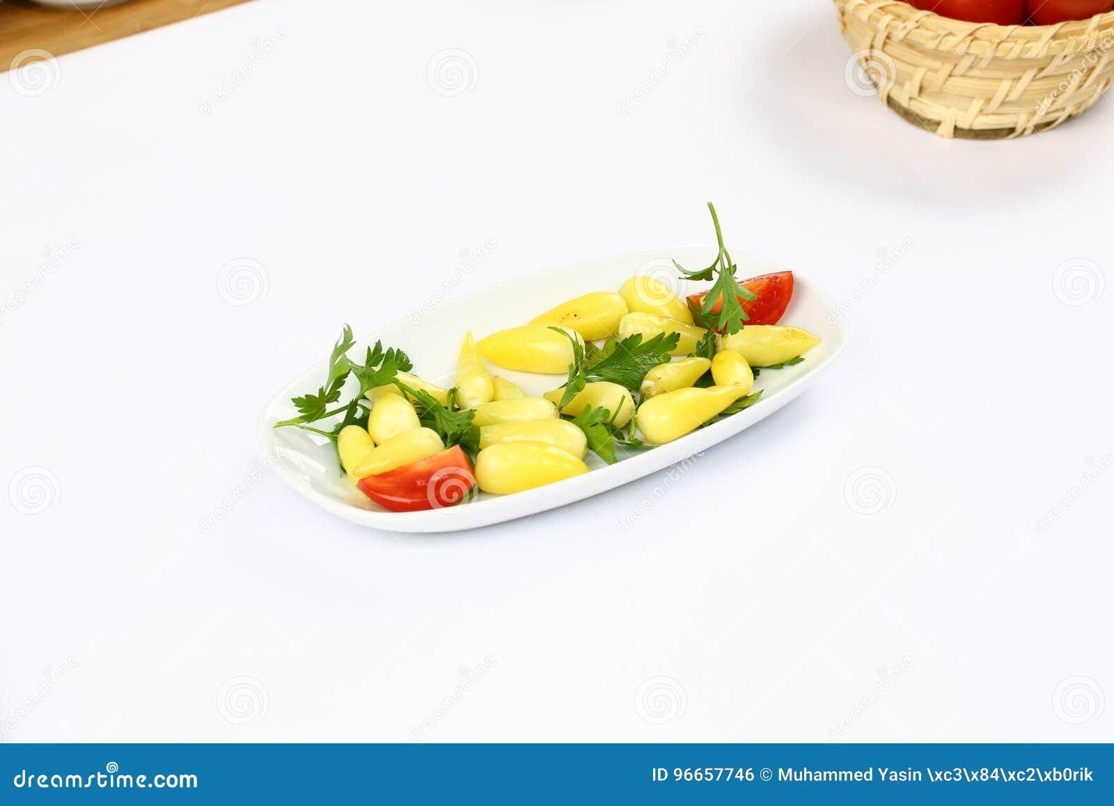 Knipa och guling marinerad peppar