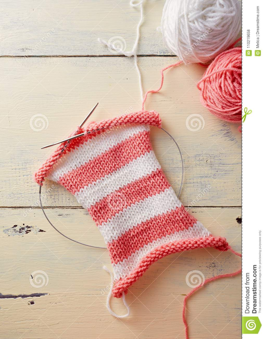 knitting stripes with two colors of yarn