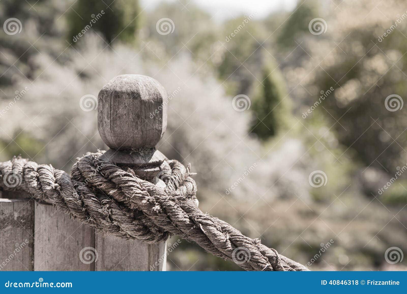 Knoten Sie Seil Auf Dem Zaun Im Garten Landhausstilhintergrund
