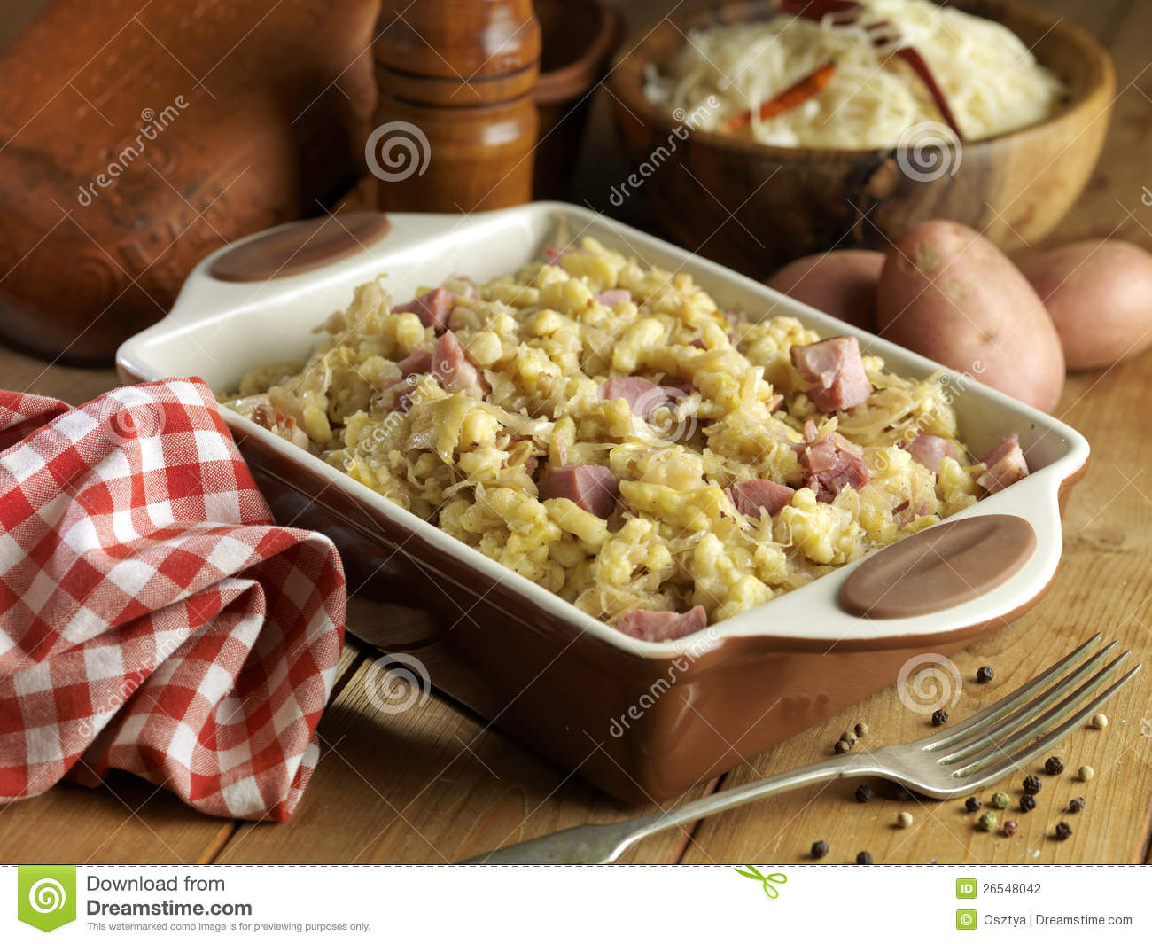 Stock Photography: Knuckle with cabbage and dumplings
