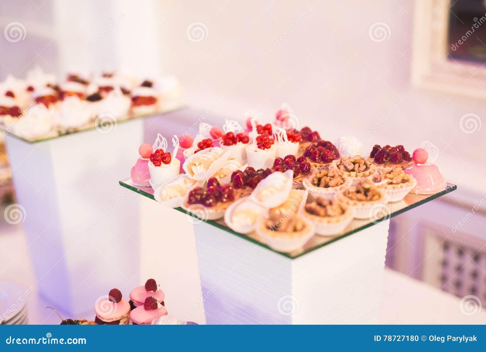 Knuffa omkring med en variation av läckra sötsaker, matidéer, beröm