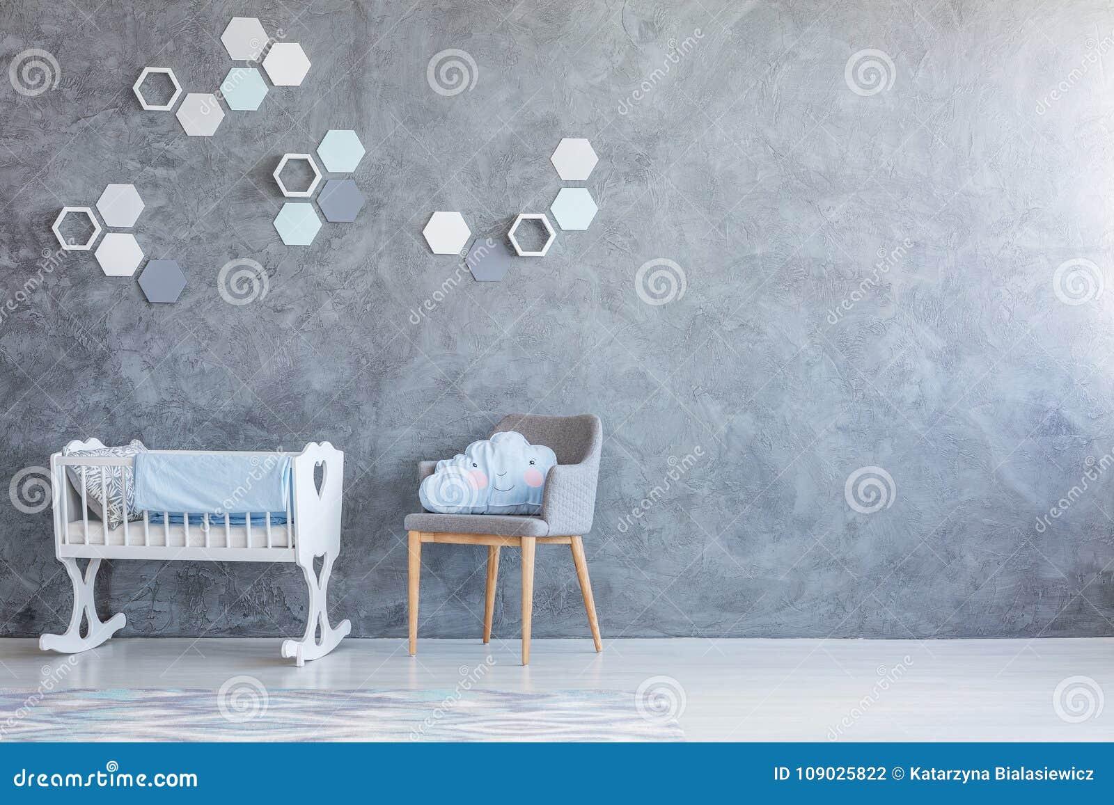 Kołyska i krzesło w pepinierze