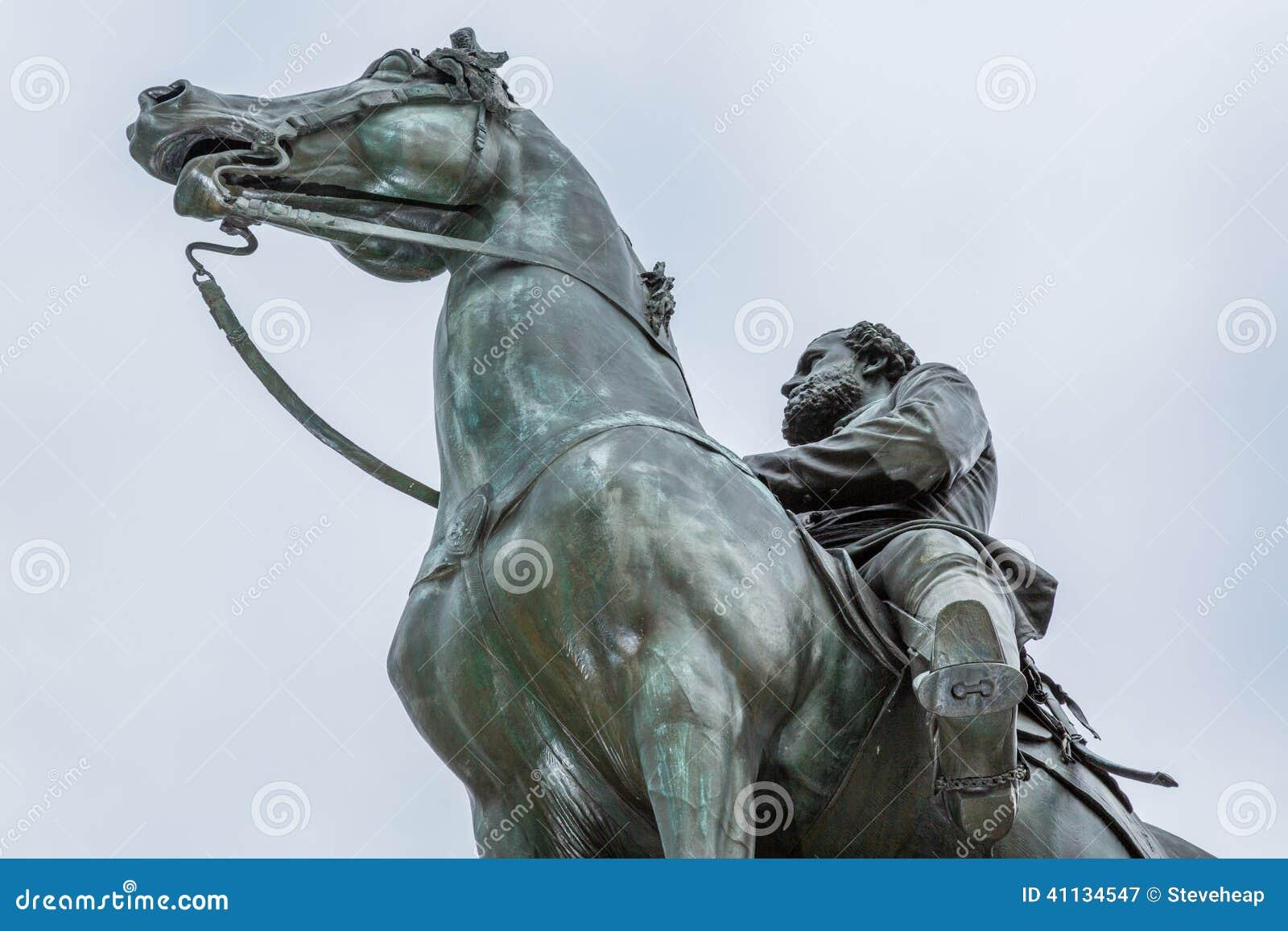 Koń i statua w washington dc