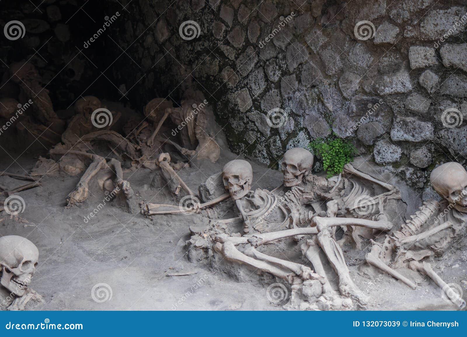 Kośćcowe resztki ofiary reklamy 79 Vesuvius erupcja, Herculaneum, Włochy