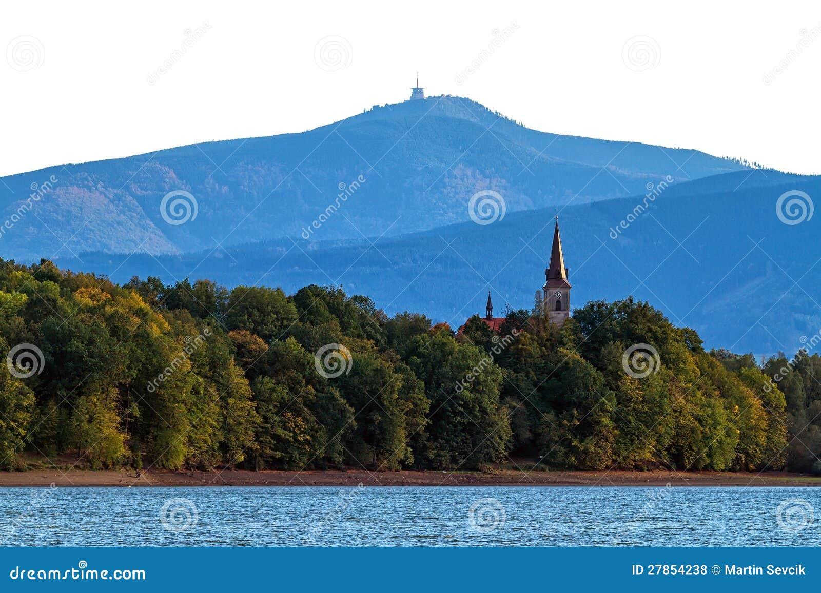 Kościół Katolicki na brzeg jezioro