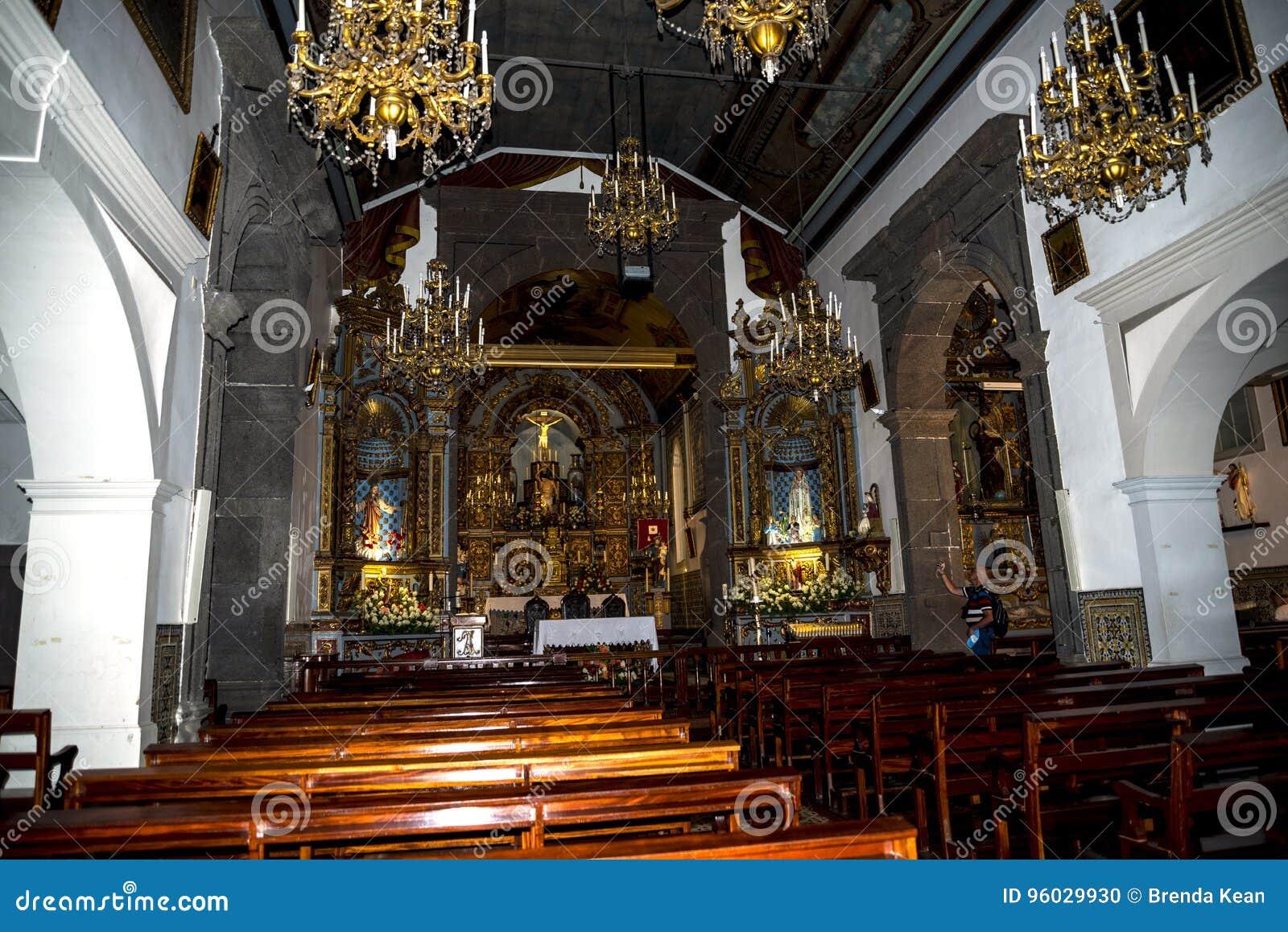 Kościół w Camara De Lobos jest wioską rybacką blisko miasta Funchal i niektóre wysokie falezy w świacie
