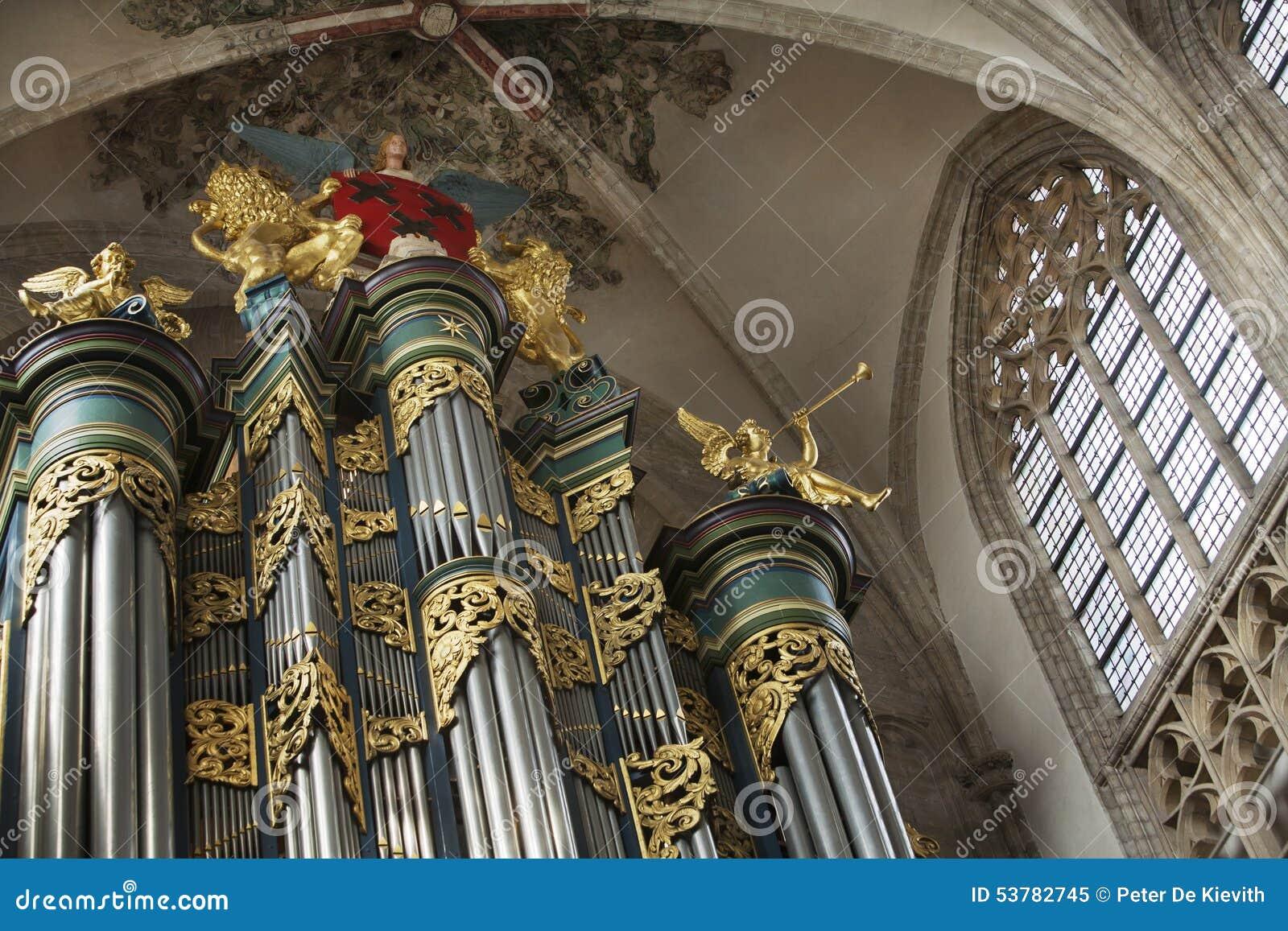 Kościelny organ