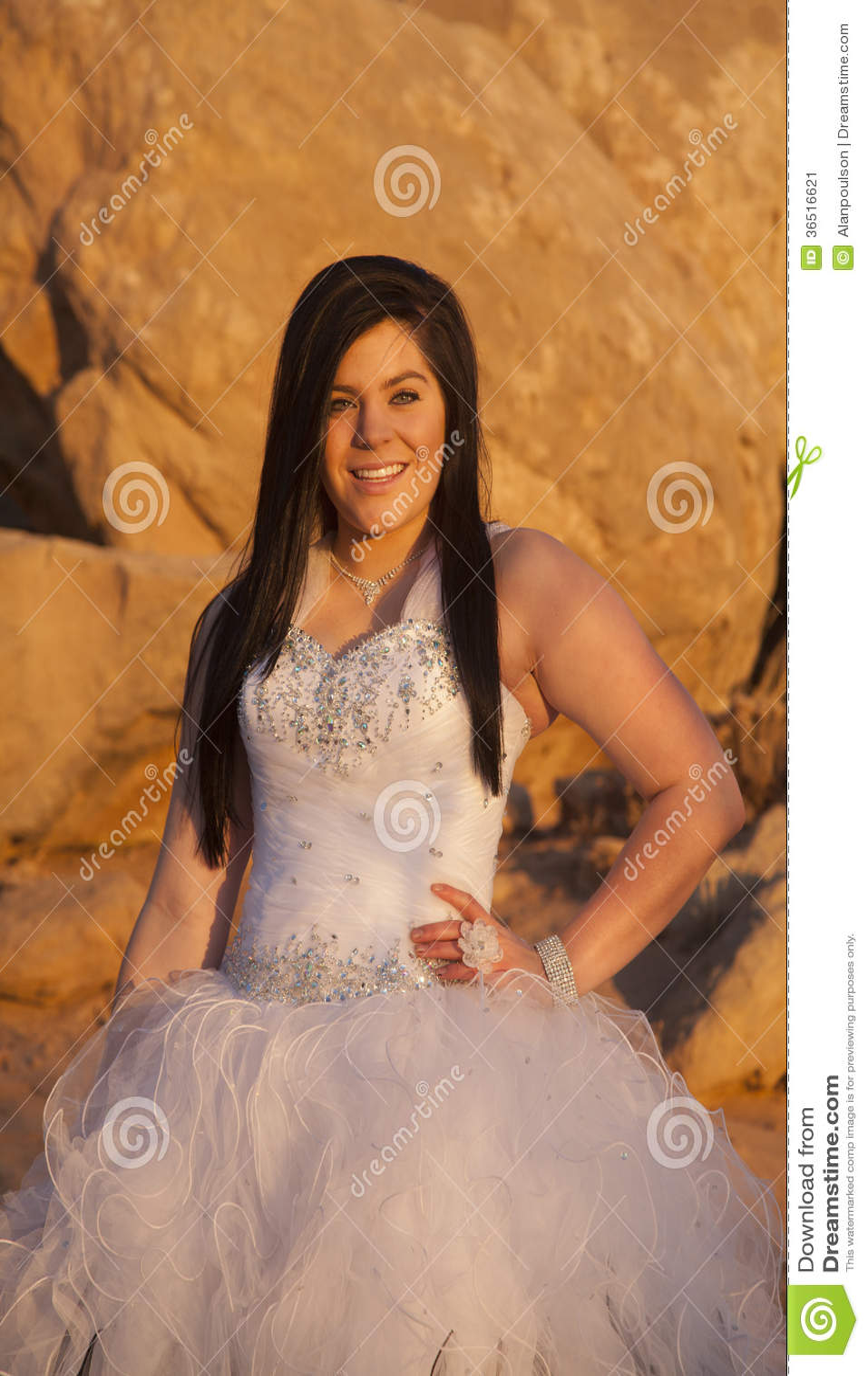 Kobiet formalnych skał zamknięty uśmiech