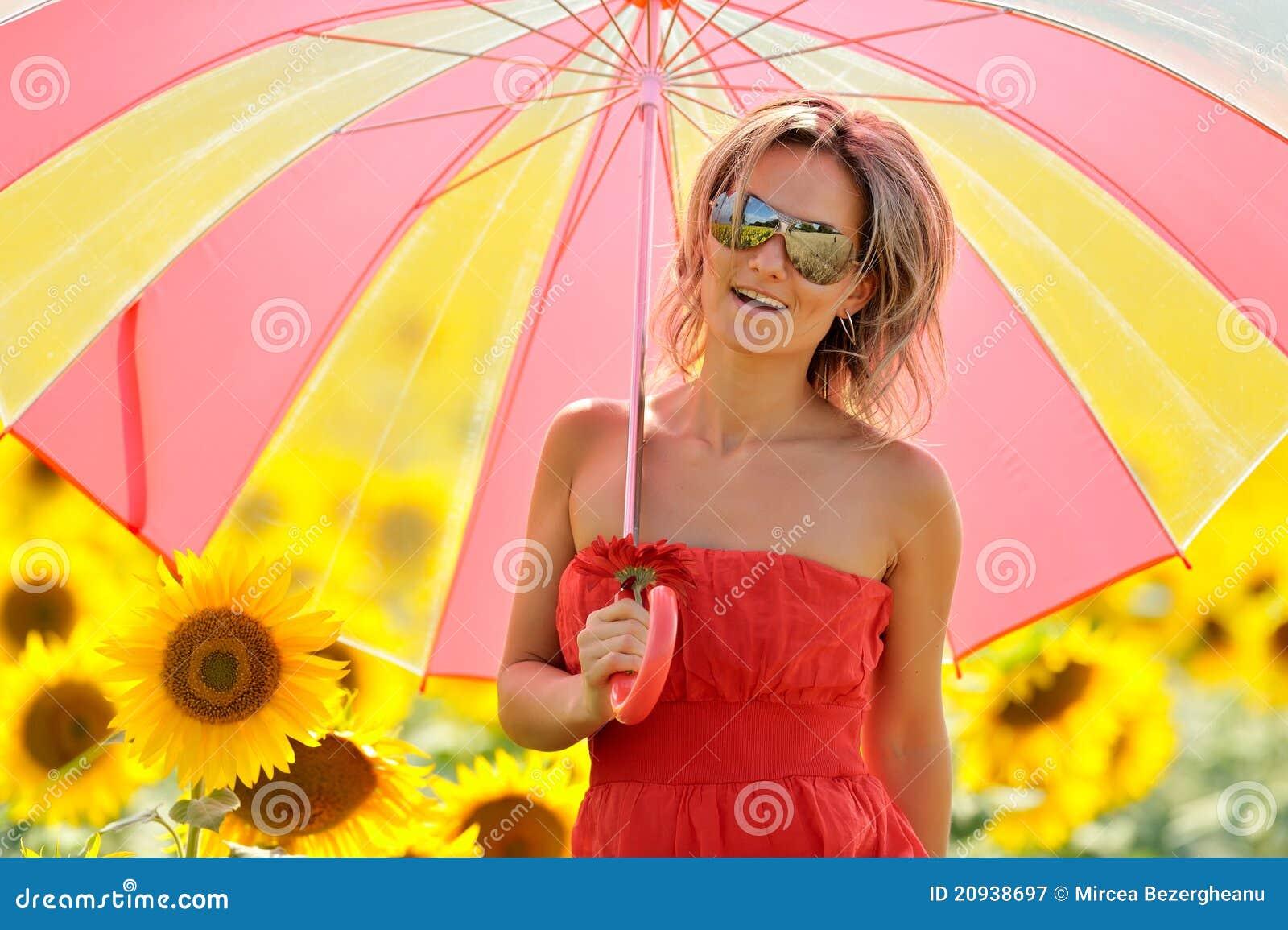 Kobiet kwitnący śródpolni słonecznikowi potomstwa