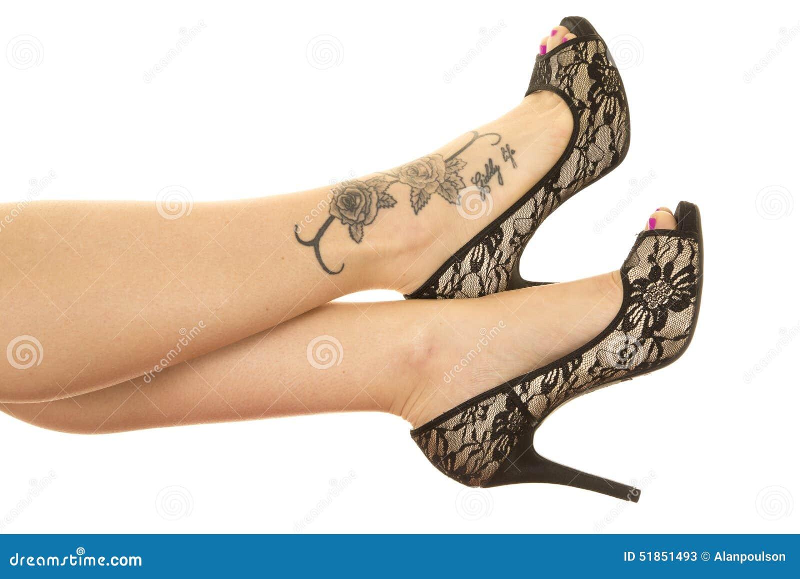 Kobiet Nóg Tatuaż Na Stopy Zakończeniu Obraz Stock Obraz