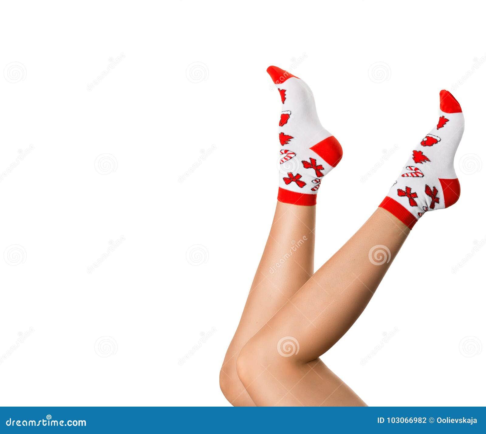 Kobiet nogi w Bożenarodzeniowych skarpetach