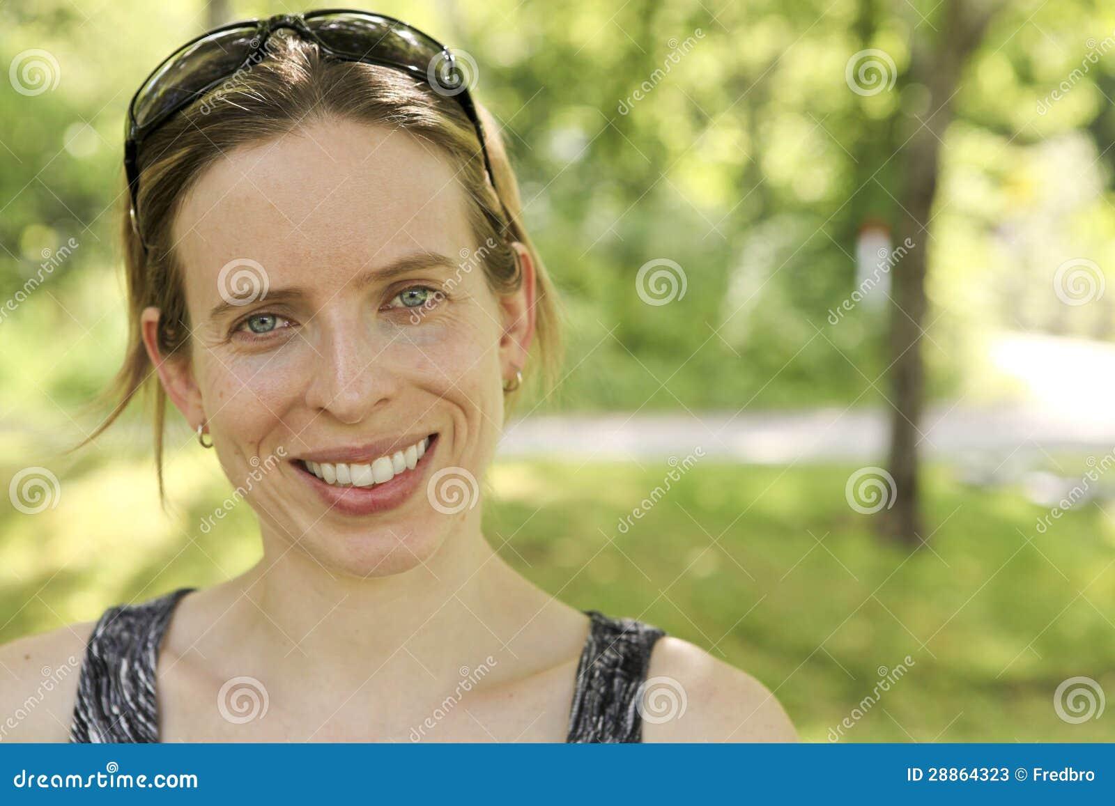 Kobiet ono uśmiecha się