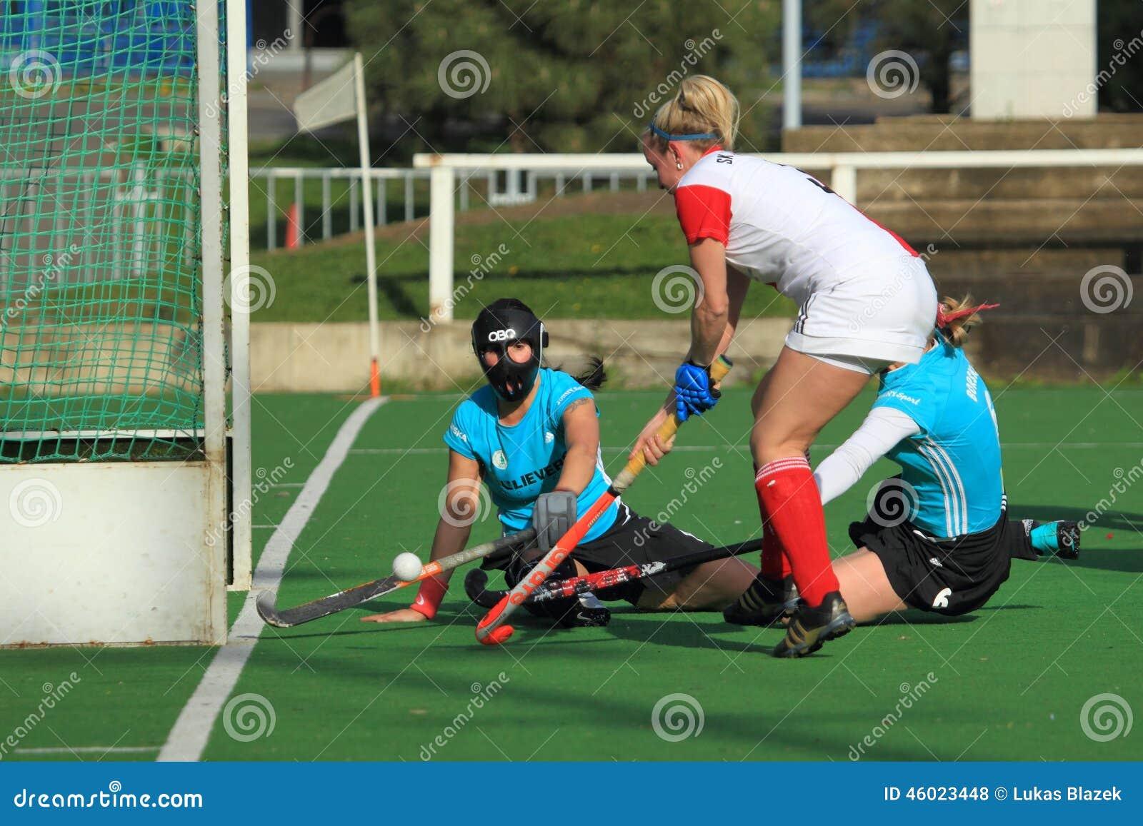 Kobieta śródpolny hokej