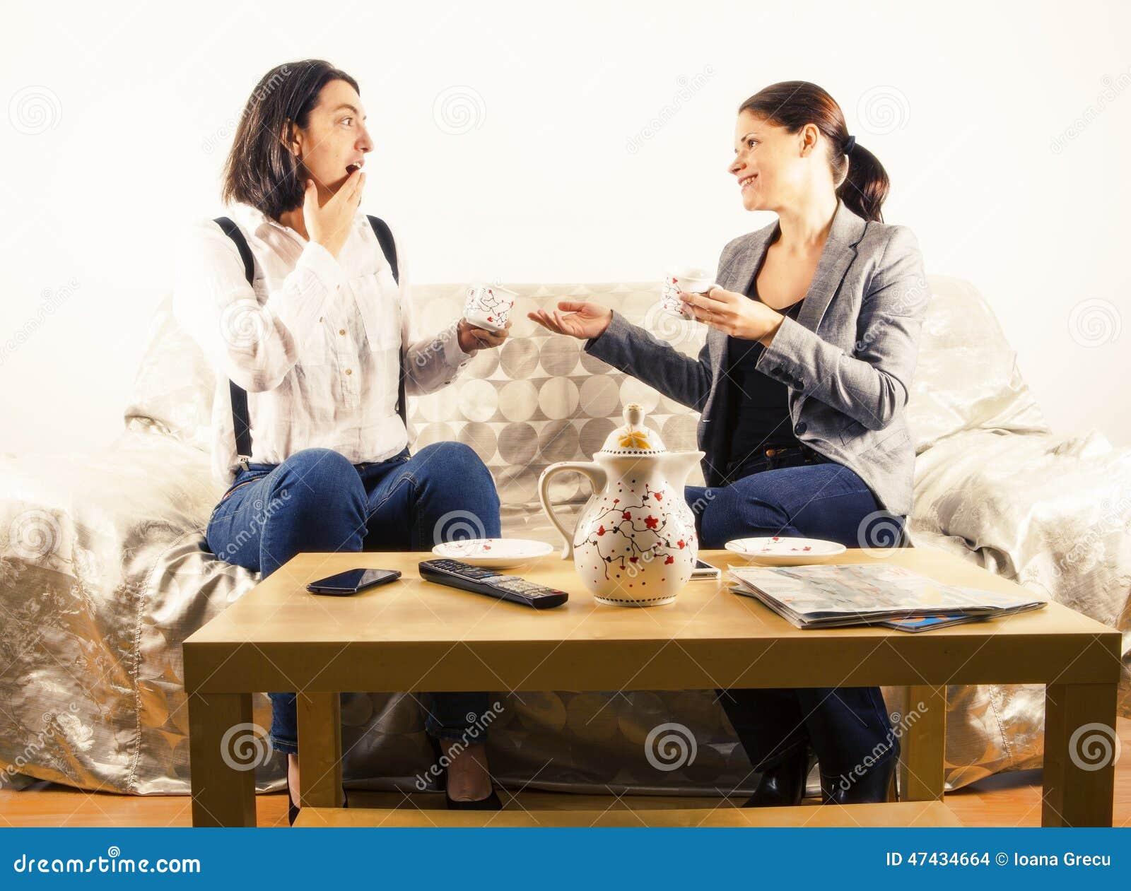 Kobieta animuje rozmowę