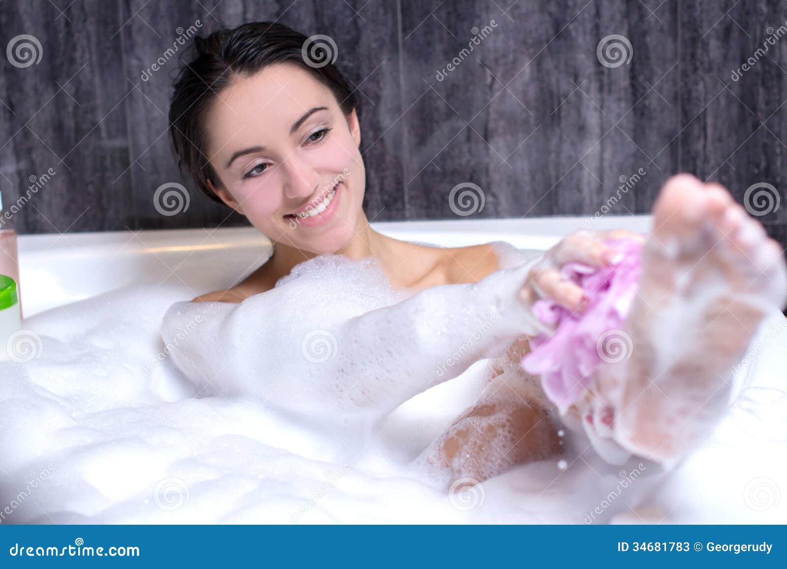Kobieta Bierze skąpanie