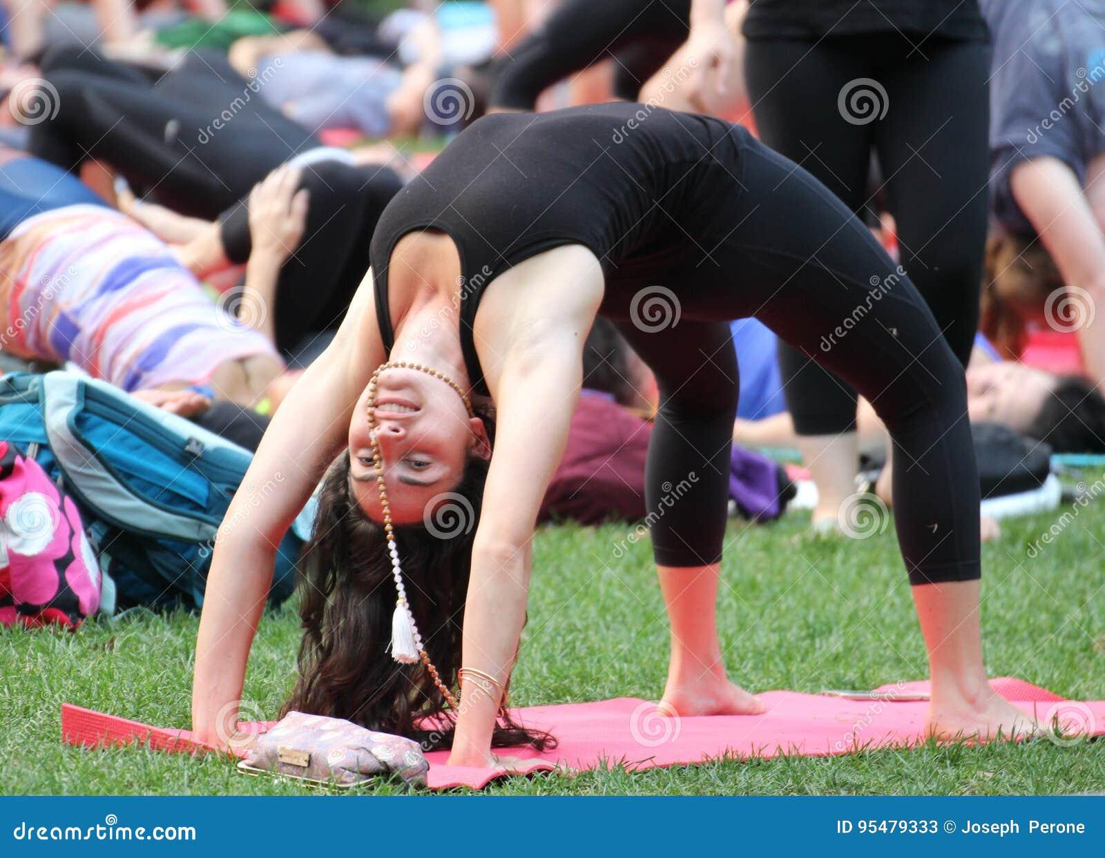 Kobieta Demonstruje joga pozę