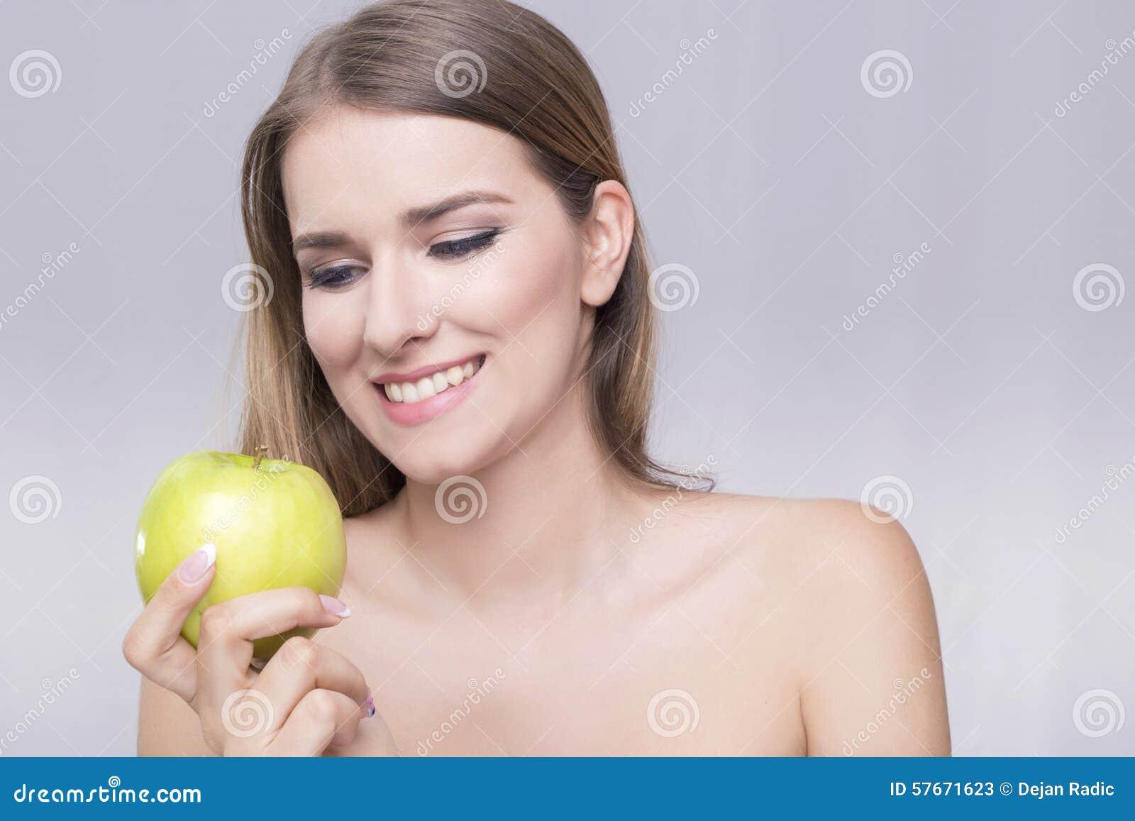Kobieta i jabłko