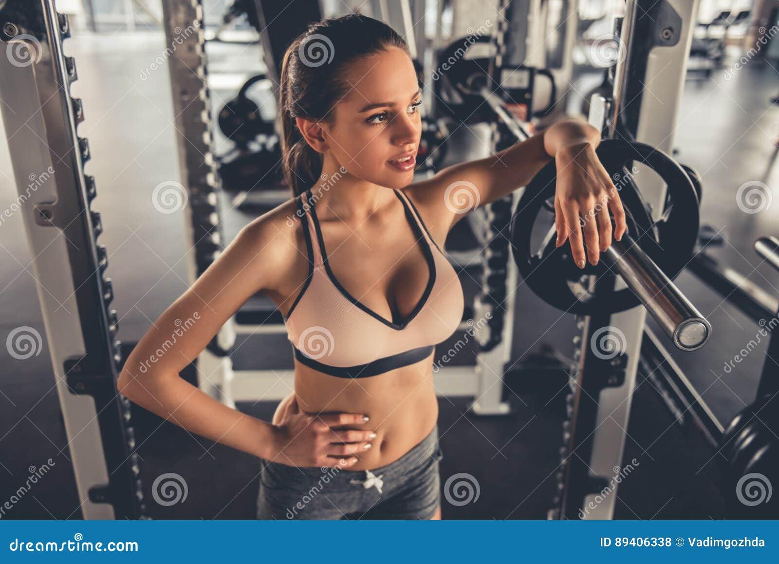 Kobieta przy gym