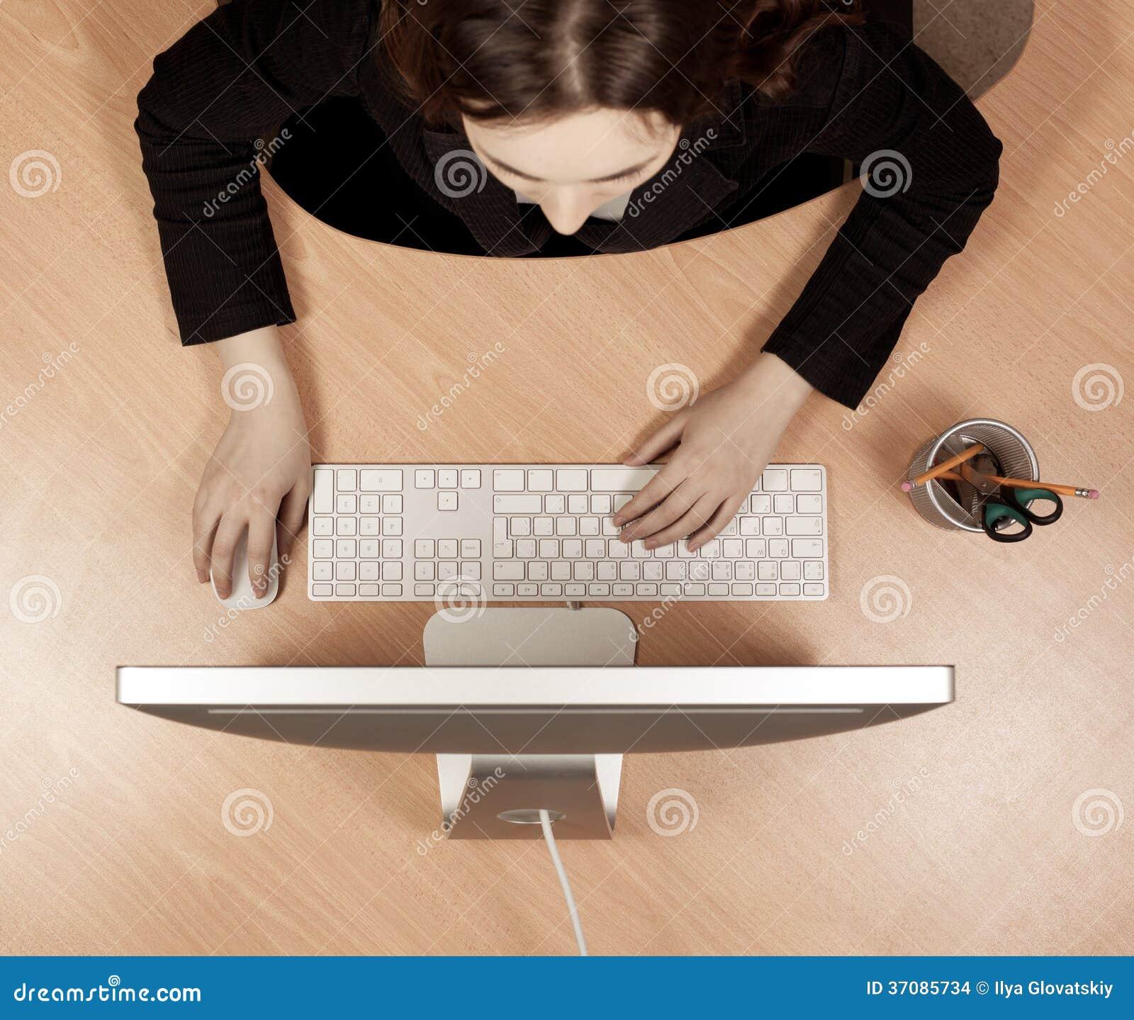 Download Kobieta Przy Miejscem Pracy Zdjęcie Stock - Obraz złożonej z dziewczyna, wierzchołek: 37085734