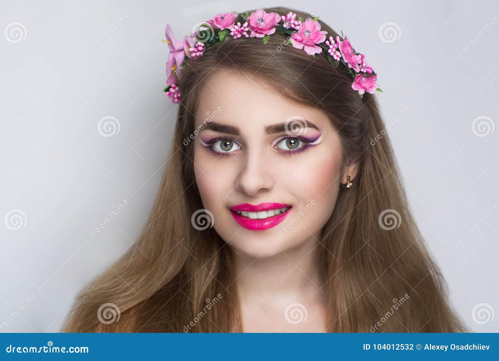 Kobieta różowy wianek