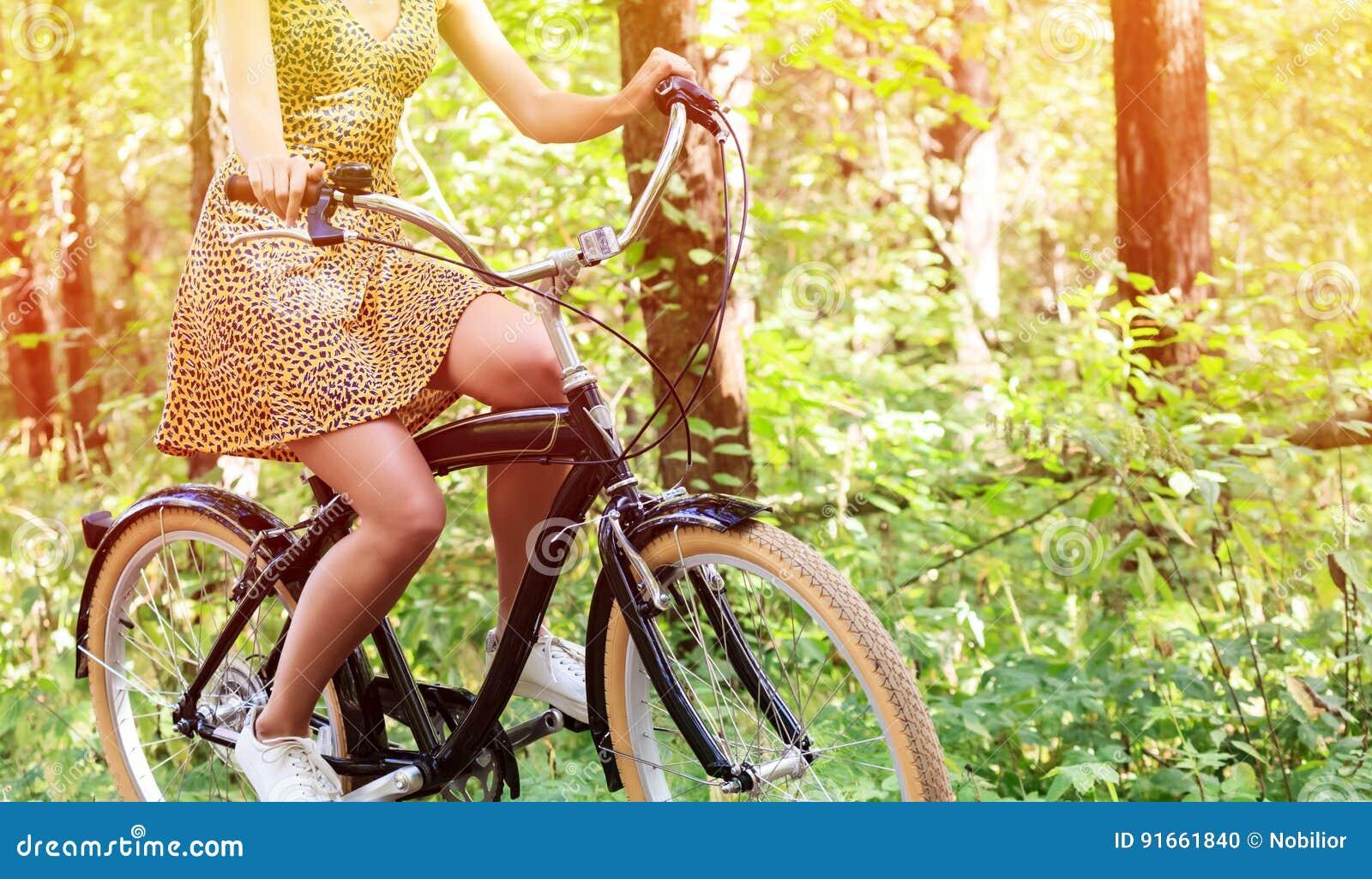 Kobieta rowerzysta