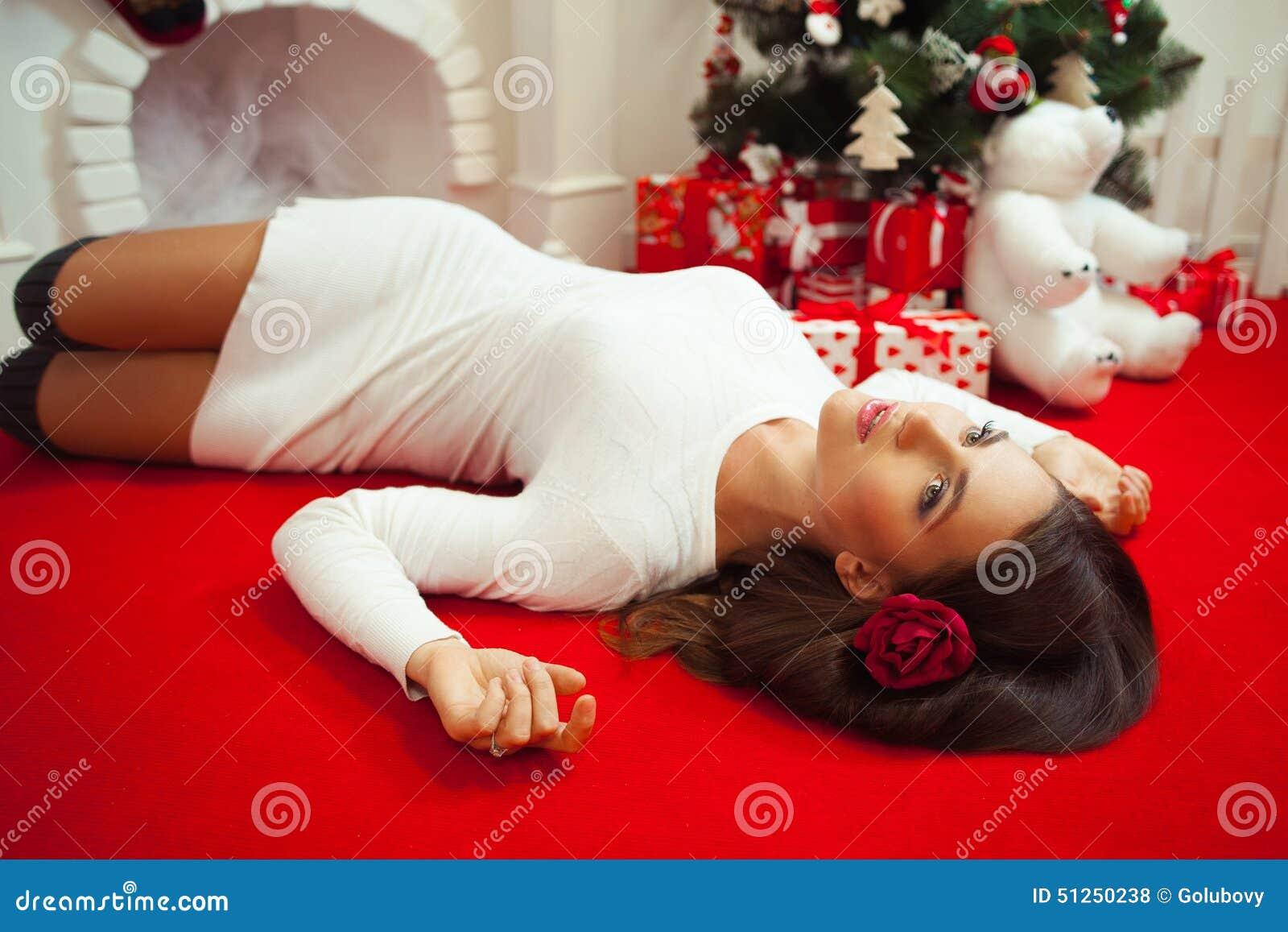 Kobieta spotyka nowego roku samotnie