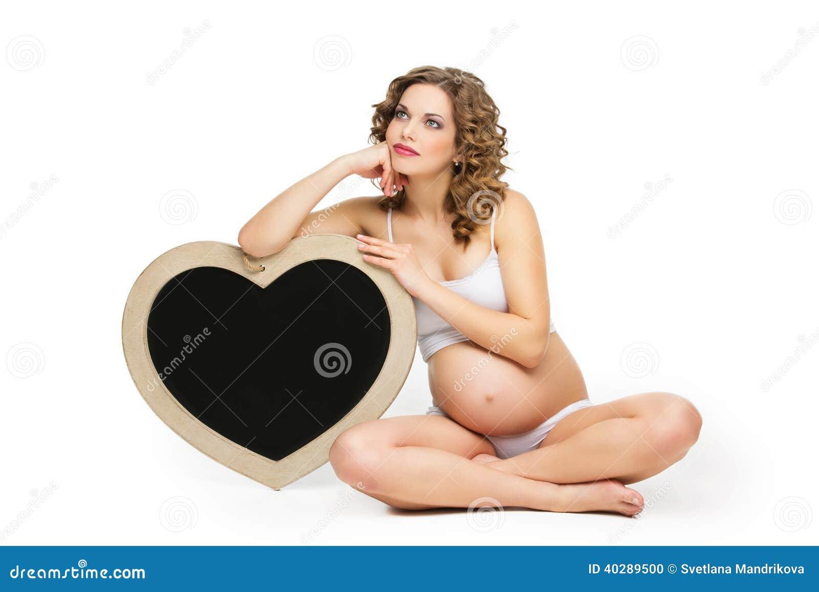 Kobieta w ciąży z chalkboard