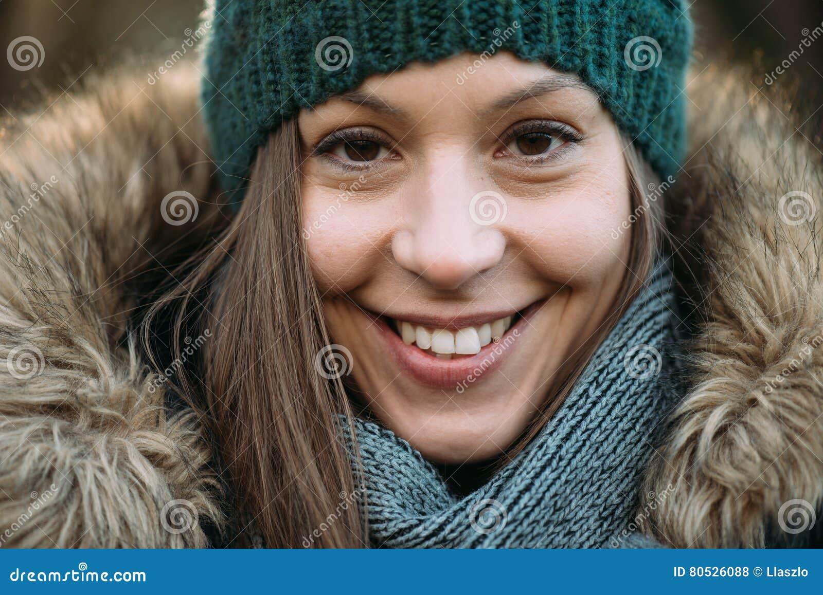 Kobieta w lesie, plenerowy portait