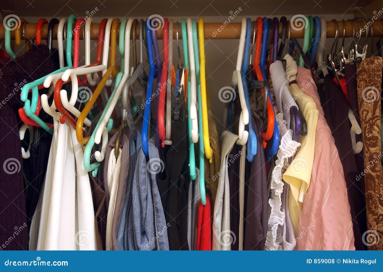 Kobieta w szafie